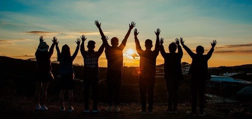 Programas de la Asociación Dianova centrados en el tratamiento de las adicciones en jóvenes.